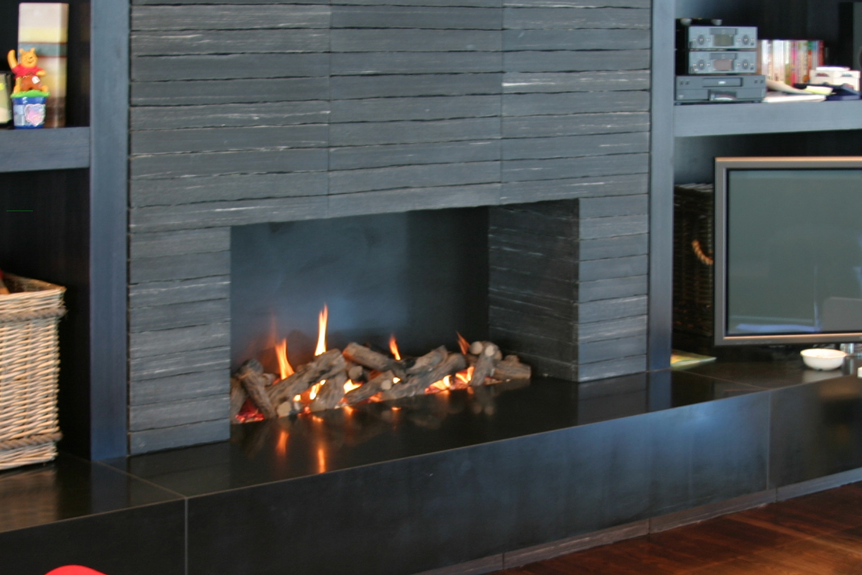 Living-Flame-Open-Fire-all-black-setting